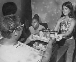 Volunteers Alice Scott, seated, and Linda Hemper distribute food to the needy in 1973 at Hill House Center. (Ross A. Catanza/The Pittsburgh Press)