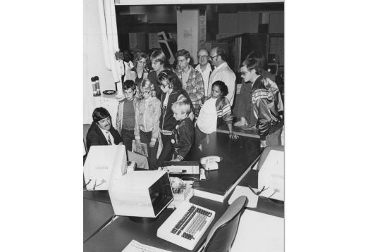 December 1982: A tour group takes a look at a Press computer. (Tony Kaminski/The Pittsburgh Press)