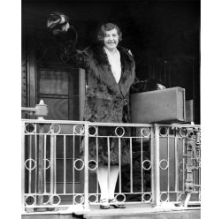 Wearing her coat and hat and carrying a suitcase, Gertrude Gordon demonstrates her gadabout nature and the drive she had to pursue stories. (Pittsburgh Press photo)