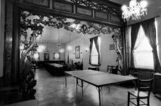Oct. 17, 1985: A look inside the old On Leong Labor and Merchants Association building. (Joyce Mendelsohn/Post-Gazette)