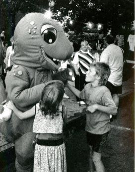 Tina Runyon and David Kass get up close with T. Carnegie Rex at a South Side festival in 1991 (Terry Harris/Post-Gazette)