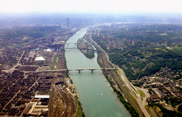 The Allegheny River and Herr's Island. (Dale Gleason/The Pittsburgh Press)
