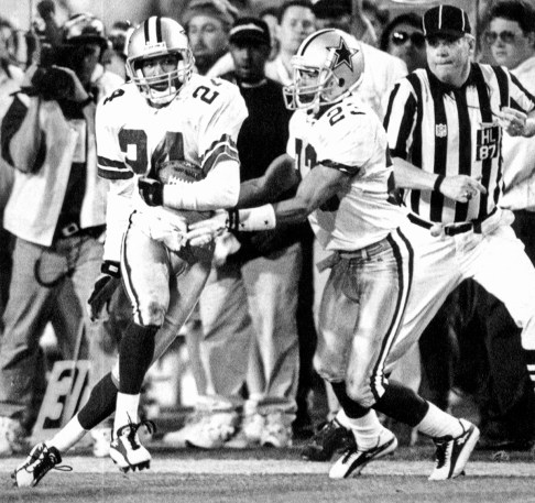Dallas' Larry Brown (24) looks upfield after intercepting a pass thrown by Steelers quarterback Neil O'Donnell in the fourth quarter of Super Bowl XXX to set up a Dallas touchdown. Cornerback Robert Bailey is at right. O'Donnell threw two of his three interceptions to Brown, who earned Super Bowl MVP honors. (Peter Diana/Post-Gazette)