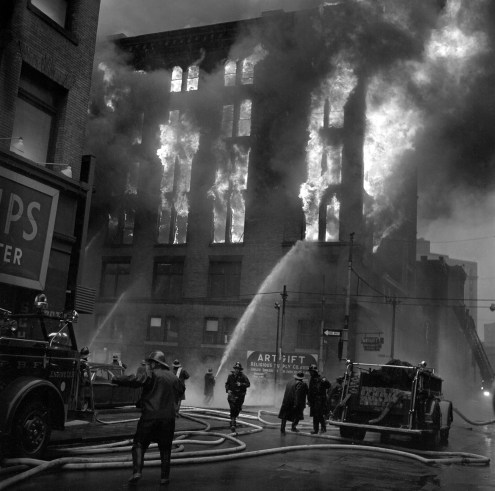 A spectacular fire at the corner of Third Avenue and Market Street filled Downtown with smoke and snarled rush-hour traffic. (Morris Berman/Post-Gazette