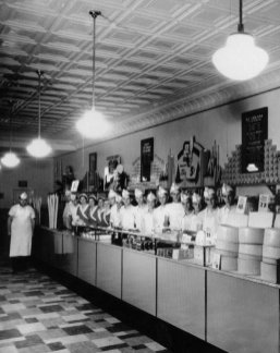 Men and women workers lined up at an Ohio Isaly's in the 1930s.