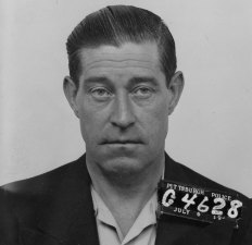 Frank Hayes tried the fleece a man at a Pittsburgh bus terminal in 1943, only to discover a set of handcuffs on his intended victim, who happened to be a city detective.