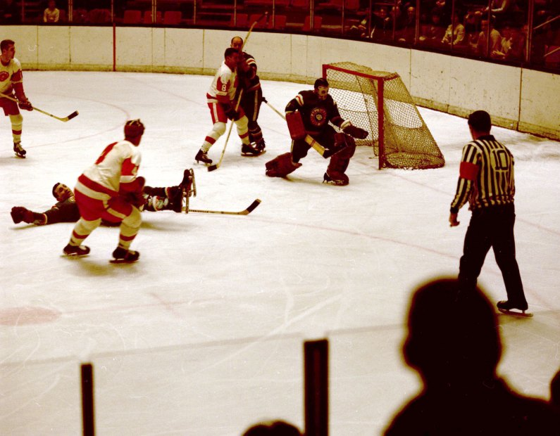 Pittsburgh Hornets on the offense during a game against the Quebec Aces at the Civic Arena in 1967. (The Pittsburgh Press)