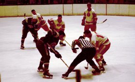 Face off in a Pittsburgh Hornets game against the Quebec Aces at the Civic Arena in 1967. (The Pittsburgh Press)