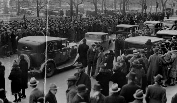 Hundreds gathered outside Nettie's North Avenue house for the 1934 funeral. (The Pittsburgh Press)