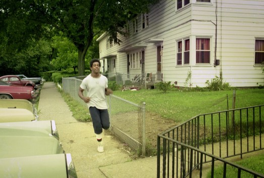 Tony Dorsett jogging past is home on Mount Vernon Drive in 1974. (The Pittsburgh Press)