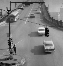 The Liberty Bridge at 8 a.m. on April 20, 1960. (Al Herrmann/Post-Gazette)