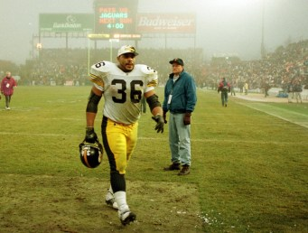 Jerome Bettis strides off the field after the Steelers AFC playoff loss to the New England Patriots in what some call the Fog Bowl. (Robin Rombach/Post-Gazette)