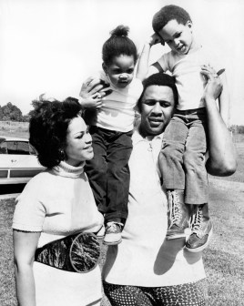 Willie Stargell with his family in 1972. (Post-Gazette)