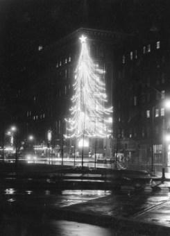 The Horne's Christmas tree, Nov. 20, 1956. (Sun-Telegraph)
