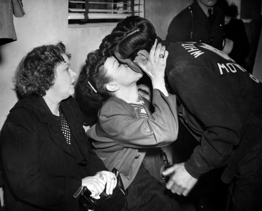 Lewis Nath gets a kiss from girlfriend Ruth Schmidt. (Post-Gazette Archive)