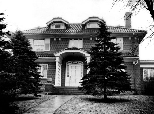 Front view of the home at 1023 Green Tree Road, where Rose Palermo, 60, was robbed of $10,000 on Friday, Jan. 6, 1950. (Post-Gazette Archive)