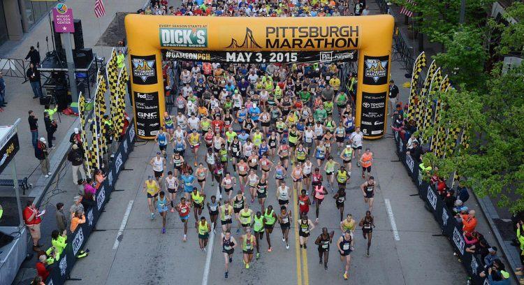 The 2015 Pittsburgh Marathon starts on Liberty Avenue.  (Bob Donaldson/Post-Gazette)