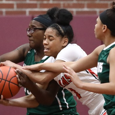 Rogers' Zia Cooke (1) battles Start's Chy'rah Isom (33) for the ball during the girls City League championship basketball game Thursday, February, 14, 2019, in Toledo, Ohio. THE BLADE/JEREMY WADSWORTH SPT CLfinal15p