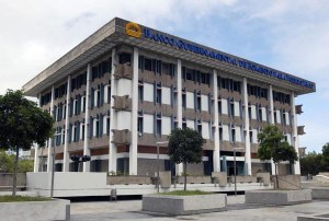 A group of local credit unions said the GDB's announced restructuring deal favors hedge funds. (Credit: © Mauricio Pascual)