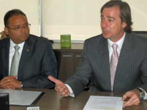 From left: Education Secretary-Designate Rafael Román-Meléndez and Marco Casarín-Junco, general manager of Microsoft Puerto Rico.