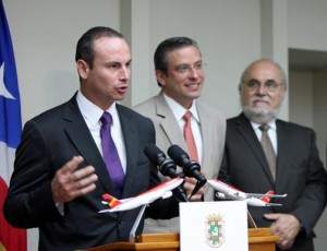Danilo Correa, commercial director for Avianca's Mexico, Central America and Caribbean division speaks, as Gov. García-Padilla and Alejandro Cobos, Consul General of Colombia in Puerto Rico look on. (Credit: La Fortaleza/ Alex Rafael Román)