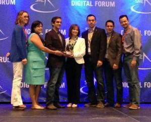 Banco Popular de Puerto Rico's tech team receives the SME awards.