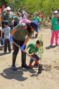 Lynnette Alicea and her son Alejandro Ortiz joined the UPS reforestation effort.