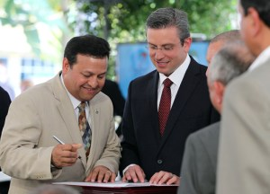 Gov. Alejandro García-Padilla and Caguas Mayor Willie Miranda Torres at the signing of an accord to get the proposed Novotren rail system between San Juan and Caguas off the ground.