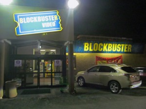 The Blockbuster store atop the Supermax on De Diego Avenue began its liquidation sale a week ago, according to a store employee. (Credit: Víctor Román)