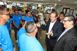 Secretary of State David Bernier (center) and Pridco Executive Director Antonio Medina (far right) talk with GE Vieques employees Tuesday.