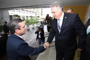 (From left) Gov. Alejandro García-Padilla is greeted by CofC President Jorge Cañellas upon his arrival to speak at the economic forum.