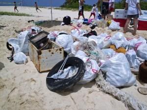 Scuba Dogs has spearheaded islandwide beach clean-ups, including the Icacos cay off Fajardo. (Credit: Scuba Dogs Society)