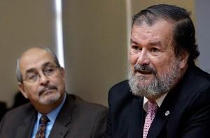 From left: José Jaime Rivera, Sacred Heart University president and Pontifical Catholic University President Jorge Vélez-Arocho. (Credit: © Mauricio Pascual)