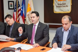 From left: José Alberto Feliciano, executive vice president of the Puerto Rico Homebuilders Association, Mortgage Bankers Association President Agustín Rojo and Luis Raúl Padilla, president of the Mortgage Loan Officers Association.