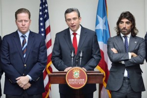 From left: Secretary of State David Bernier, Gov. García-Padilla and Javier Hidalgo offer details of Air Europa's incursion into the Puerto Rico market.