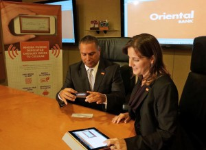 Félix Silva, senior vice-president of retail channel and Alexandra López-Soler, senior vice-president of marketing and public relations at Oriental demonstrate the new service.