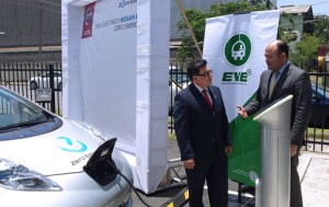 PREPA Executive Director Juan Alicea and a Nissan executive offer details of the strategy to introduce electric cars to the island this year.