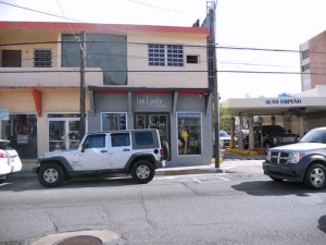 Len.t.juela sought the higher visibility provided by a location on Loíza St. (Credit: Lorraine Blasor)