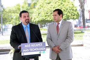 From left: TRB President Javier Rúa-Jovet and Transportation Secretary Miguel Torres-Díaz.