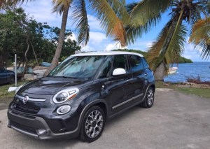 The Fiat 500L during a pit stop at Playa Los Machos in Ceiba.