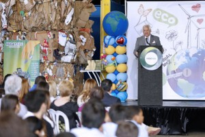 Guaynabo Mayor Héctor O'Neill speaks during a recent event to announce the results of the recycling effort.
