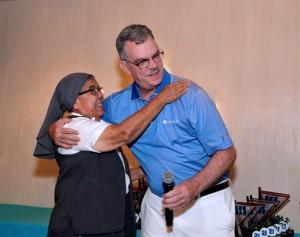 Sister Ismaela Castro of the Instituto Santa Ana gives a thank-you hug to Ramón M. Ruiz-Comas, president of Grupo Triple-S.