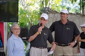 From left: Sister Petra, from Hogares Rafaela Ybarra, golf tournament Director Jaime Pibernus, and José Ordeix during the award ceremony.