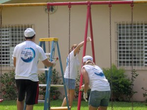 In Puerto Rico, Citi volunteers worked together with Hogar de Niñas de Cupey, a nonprofit organization, refurbishing the institution and providing support to children and youth.