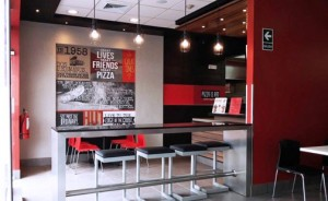 Pizza Hut is launching a new concept at the strip mall that features a seating area for customers who wish to eat their food once they pick it up.