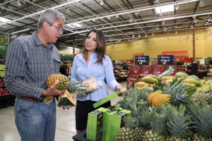 Puerto Rico Farm Bureau President Héctor Cordero and Viviana Mercado, corporate affairs manager for Walmart.