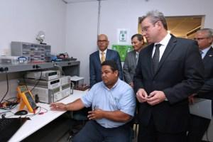 Puerto Rico Gov. Alejandro García-Padilla toured Mentor's facilities in Caguas on Tuesday.