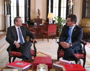 Gov. García-Padilla meets with Resident Commissioner Pedro Pierluisi at La Fortaleza Tuesday.