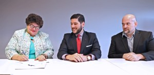From left: Lucy Crespo, Héctor Guillermo Martínez, and Arturo Géigel, the Science Trust's cyber-security consultant, during the signing of the partnership. (Credit: José Madera)