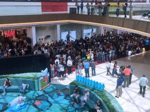 More than 1,400 H&M people lined up for more than seven hours to be the first inside the new H&M store when it opened at noon Thursday.